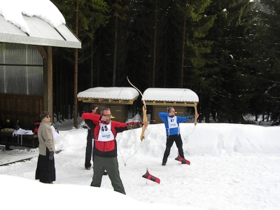 Bogenschießen im Schnee